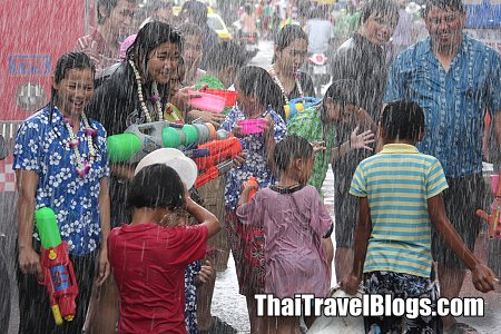 Pictures of Songkran fun in the Rain 2011