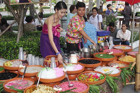Enjoy the traditional Songkran at Rattanakosing Exhibition Hall in Bangkok