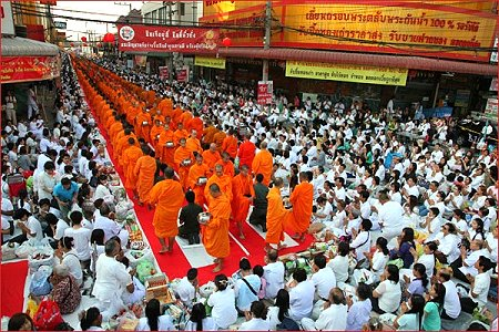 Offering Food to 12,600 Monks in Hat Yai on Sunday 21st August 2011