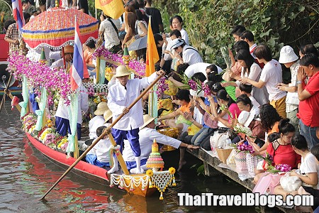 Merit Making by Boat in Lat Krabang