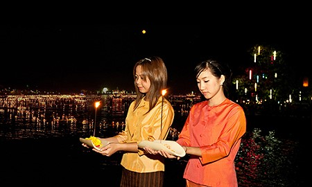 Celebrate Loy Krathong Festival 2014 in Thailand