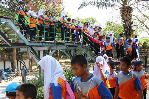 New Ten Meter High Sky Walk Proves popular at Songkhla Zoo