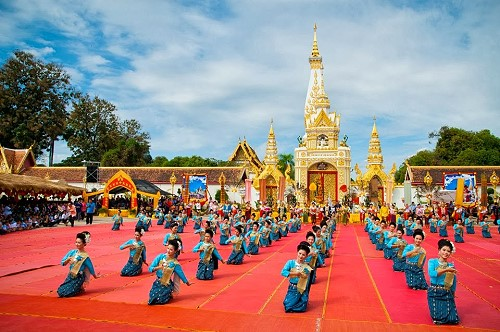 Prathat Phanom Candle Light Procession on 31 July 2015