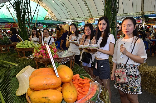 Food and Fruit Fair in Nakhon Pathom until 3 February 2017